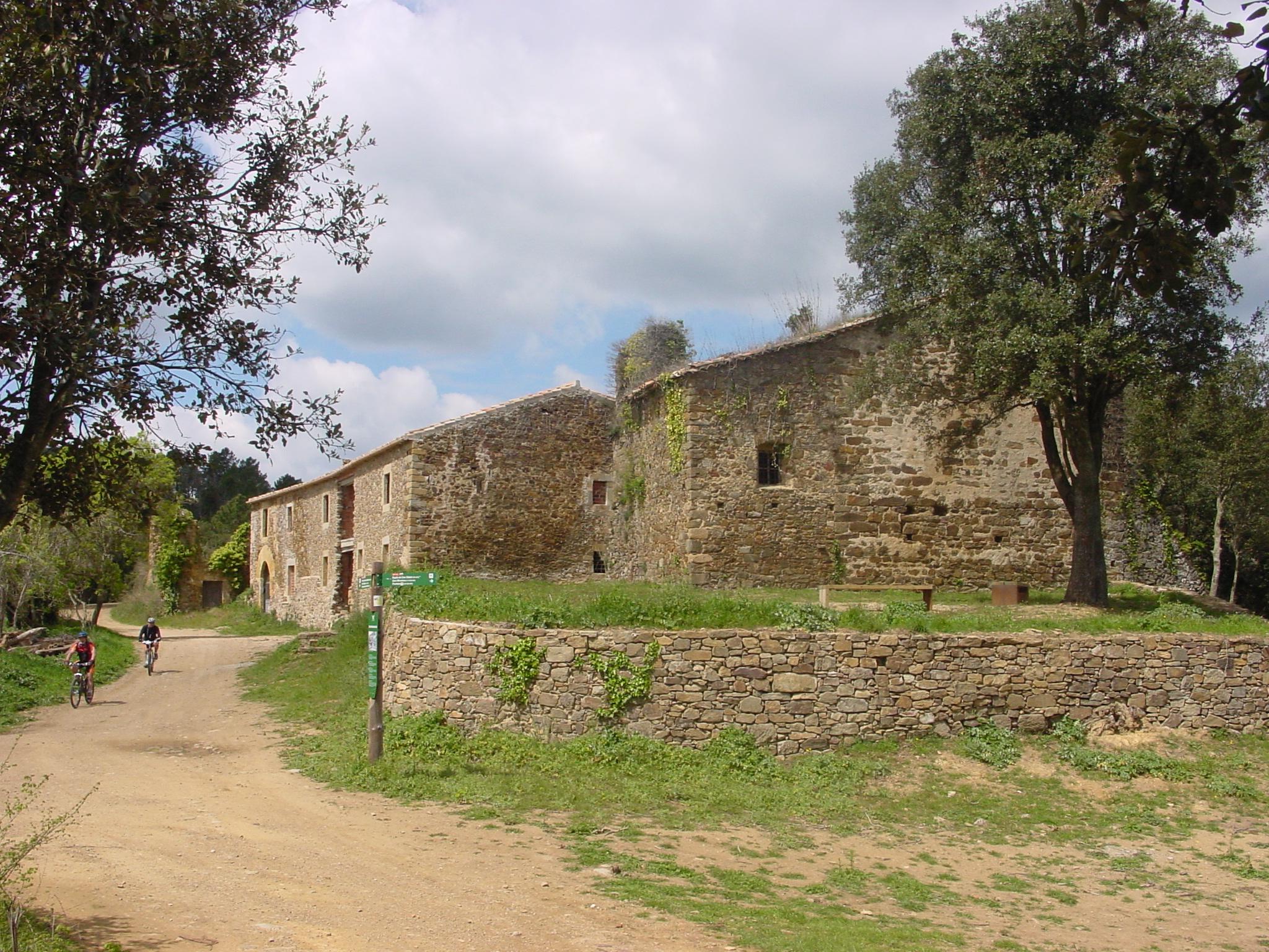 Sant Cebrià dels Alls és un conjunt format per la rectoria, el