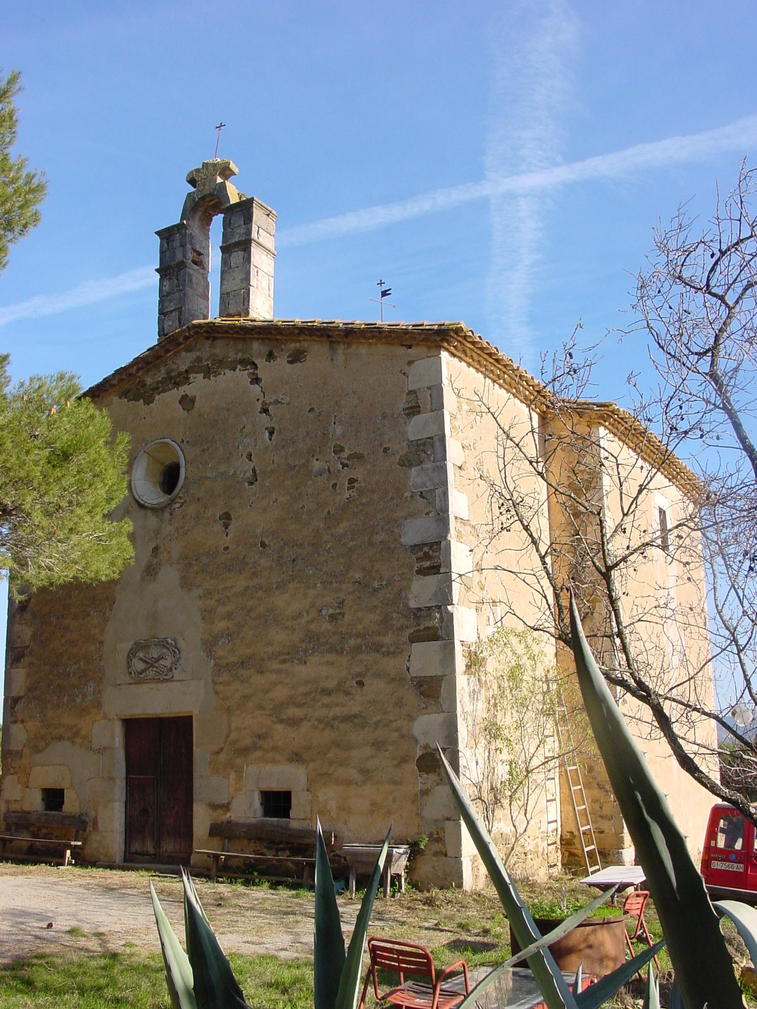 Es tracta d'una ermita situada a les Gavarres dedicada a Sant Llop. Actualment està en desús. Al costat de l'ermita hi ha la rectoria. A la imatge es veu la façana del temple amb el seu arrebossat i les obertures i les cantonades amb pedres treballades. Destaca també el rosetó i el campanar de cadireta. L'edifici actual data del segle XVIII.