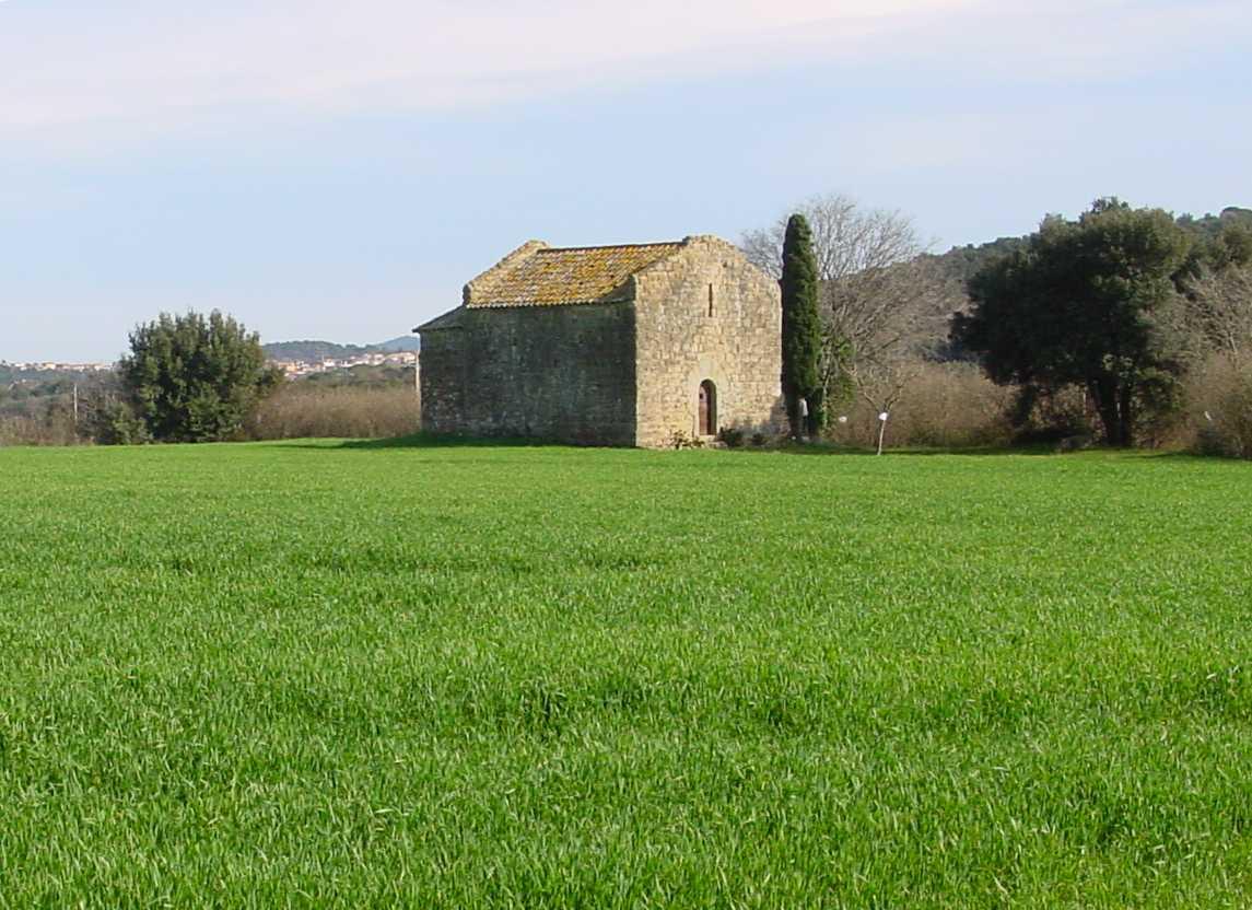 L'antiga ermita de Santa Cristina és de petites dimensions i situada a les afores de Corça. La imatge ens ofereix una visió bucòlica de l'edifici enmig d'un camp ver i un xiprer davant de la façana. A la imatge se li endevina la porta adovellada i la finestra d'espitllera a sobre. Al darrer també s'observa el seu absis semicircular típic del romànic.
