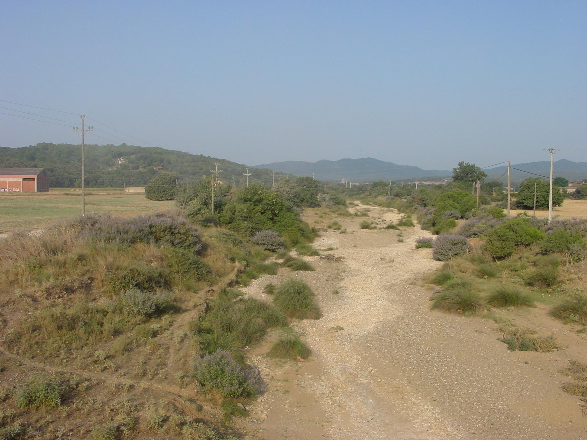 El Rissec com el seu nom indica sol anar sec la major part de l'any, a la imatge es veu el curs del riu ben sec.