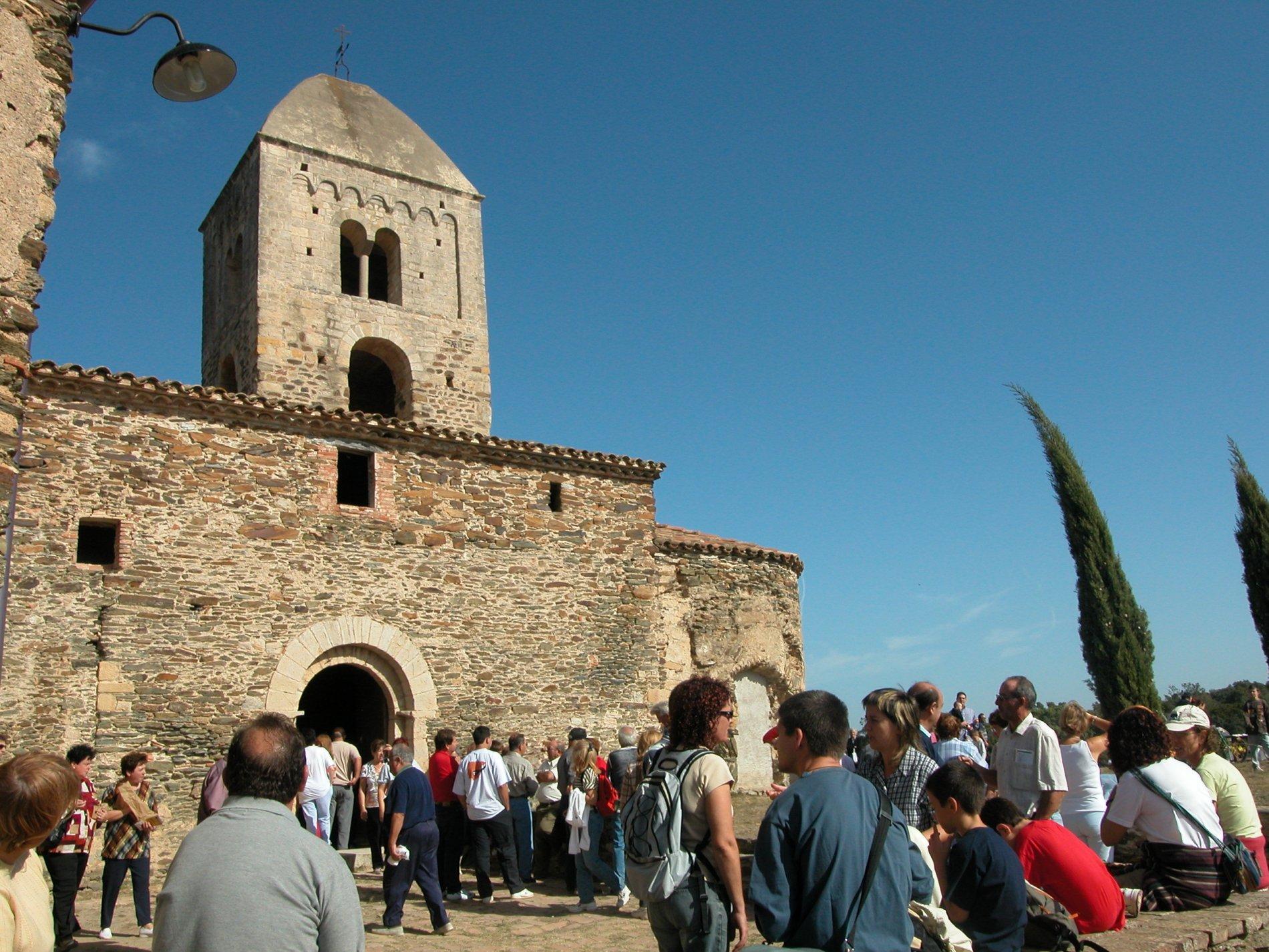 Santa Coloma de Fitor és una antiga església parroquial del segle X situada al cor de les Gavarres; on, cada any, al tercer diumenge d'octubre es celebra el seu tradicional aplec.