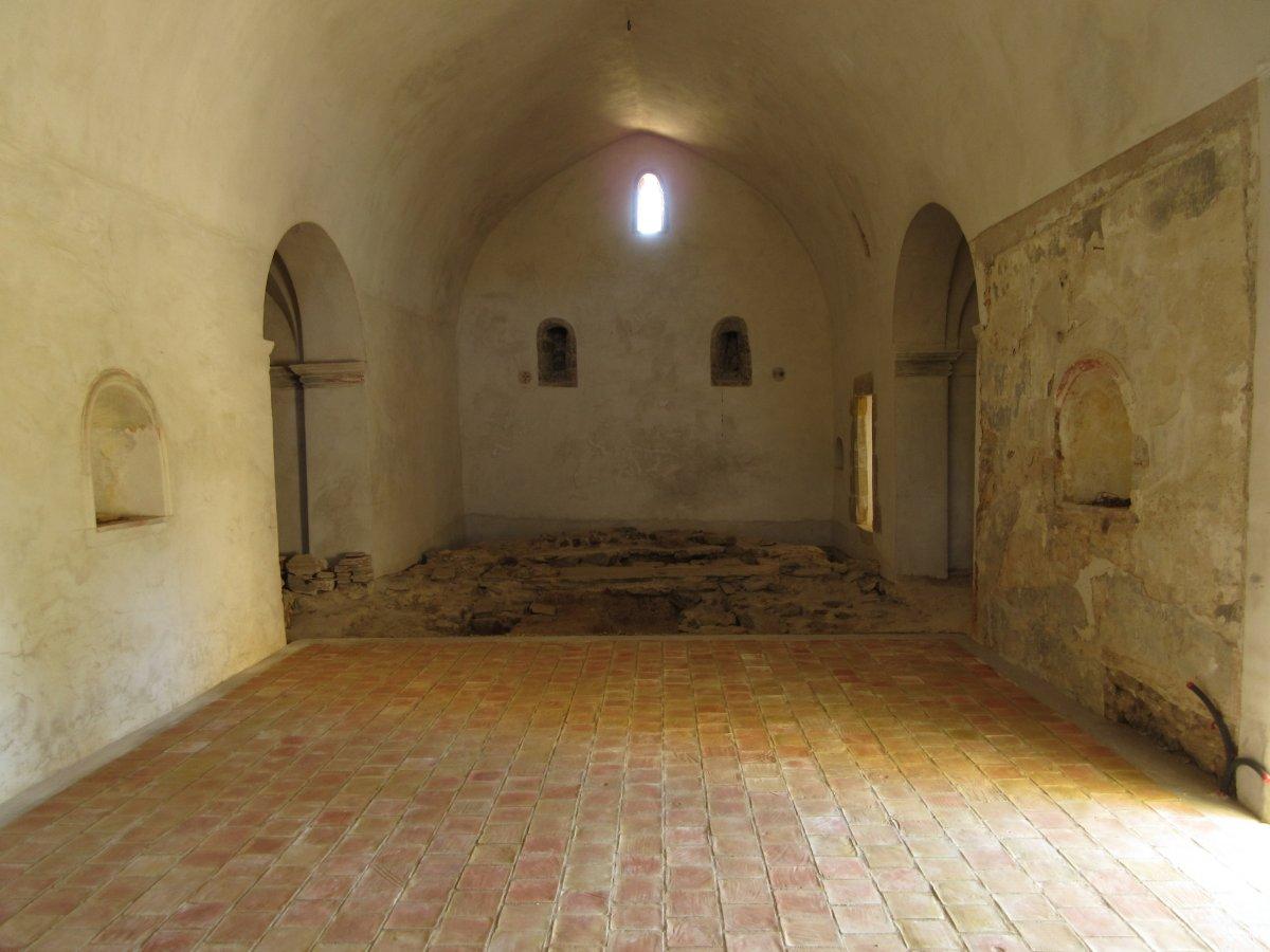 Interior de Sant Cebrià dels Alls.